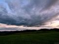 Mračna se stahují nad Svrateckou hornatinou, Vysočina.